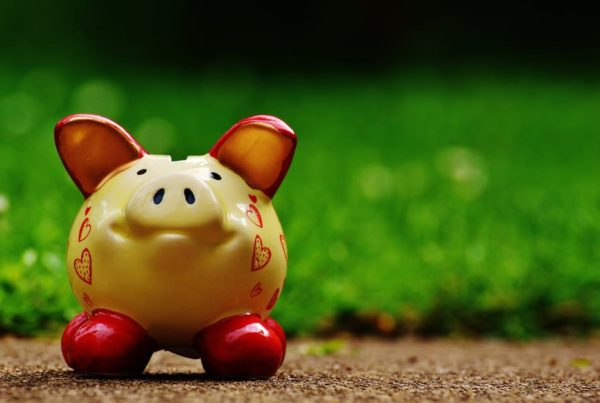independent financial advisor in Lincoln discusses savings